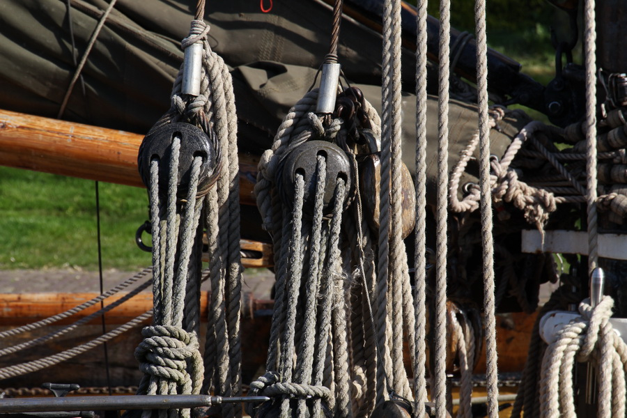 plattbodenschiff mit zweimal seitenschwert