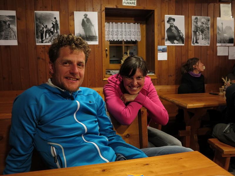 Hüttenwirt Mirco mit seiner Frau Erika auf der Denza Hütte