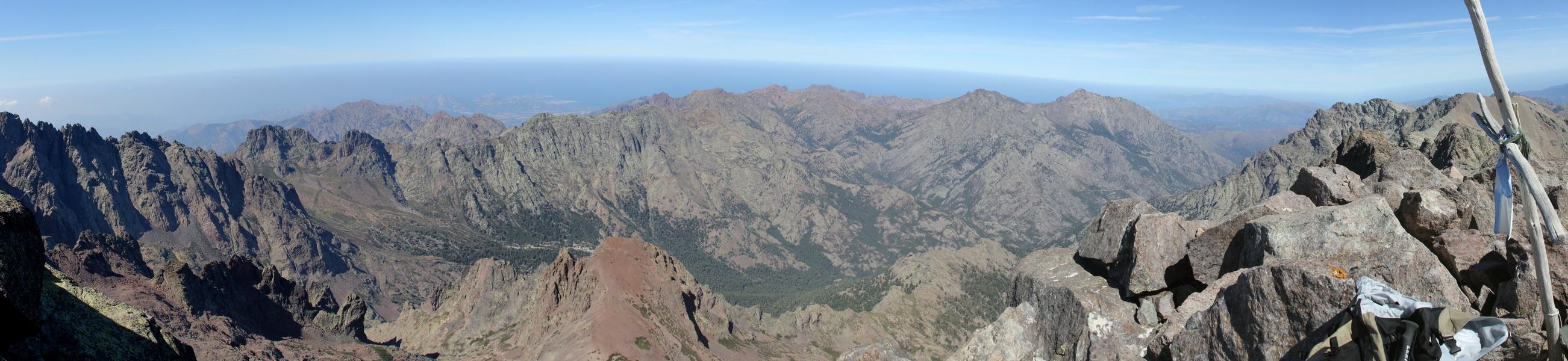 Blick vom Monte Cinto nach Norden auf Calvi