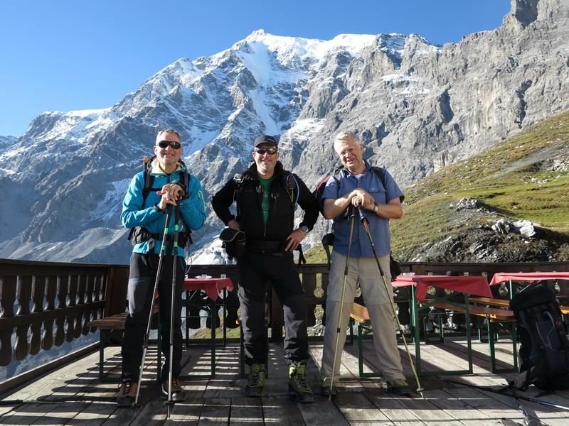 Bernhard, Arnd und Frank mit dem König