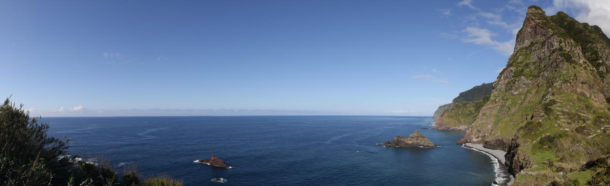 Steilküste bei Arco de Sao Jorge