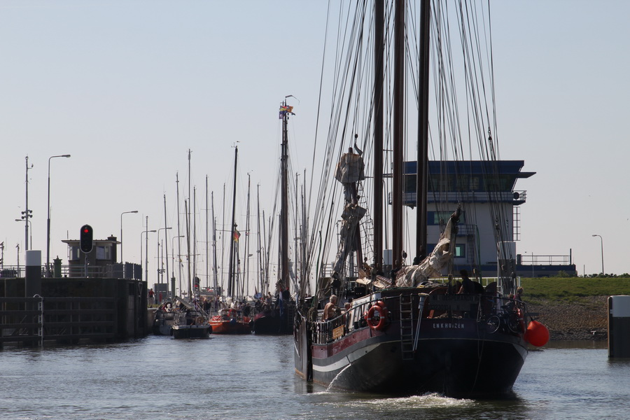 Schiffsverkehr an der Schleuse