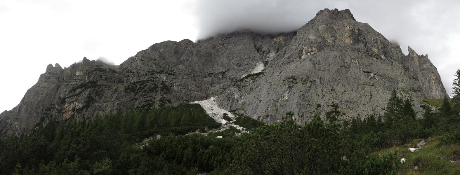 Rückblick auf Jägersteig- von links absteigend zum Ausstieg am Oberrand des Schotterfeldes