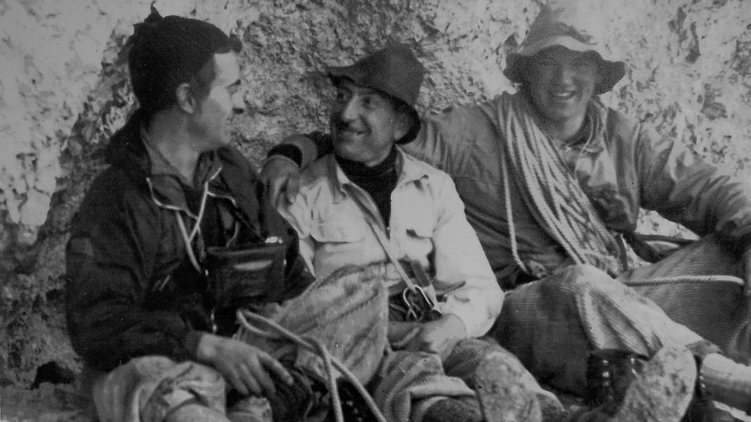 Frank, Bernhard und Arnd sind das nicht ! (Altes Foto auf der Treviso Hütte)