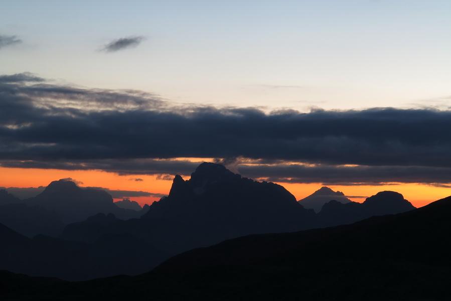 Tagesanbruch hinter Civetta