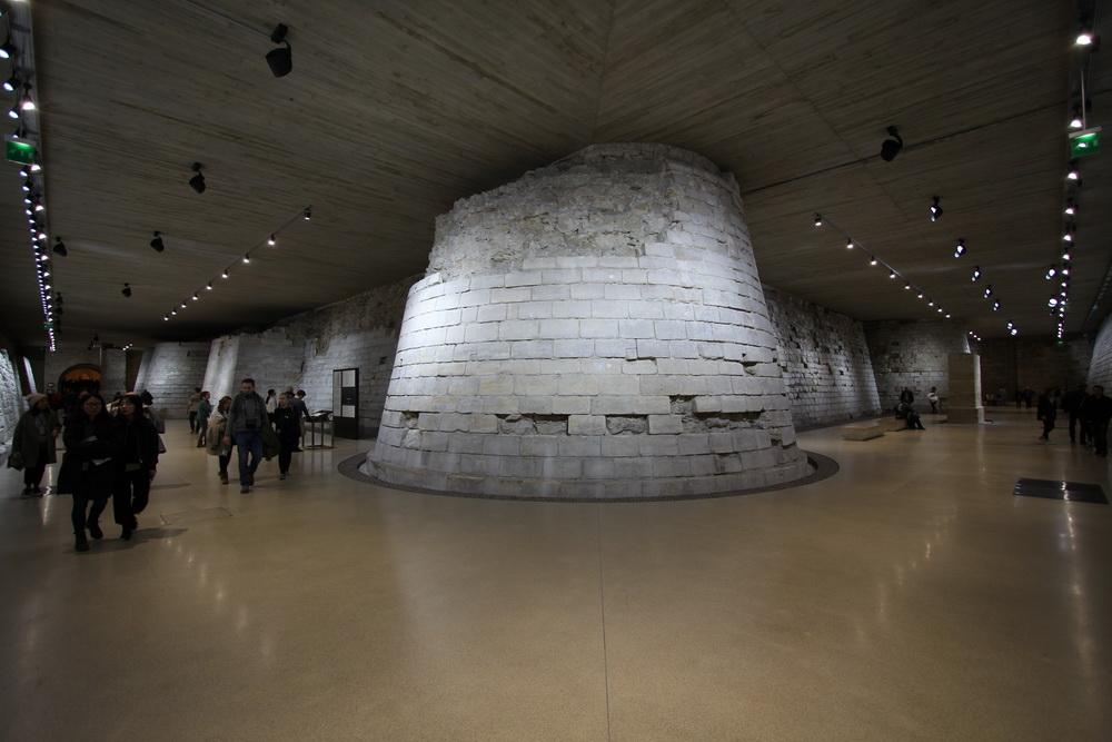 Fundamente der ersten Burg des Louvre