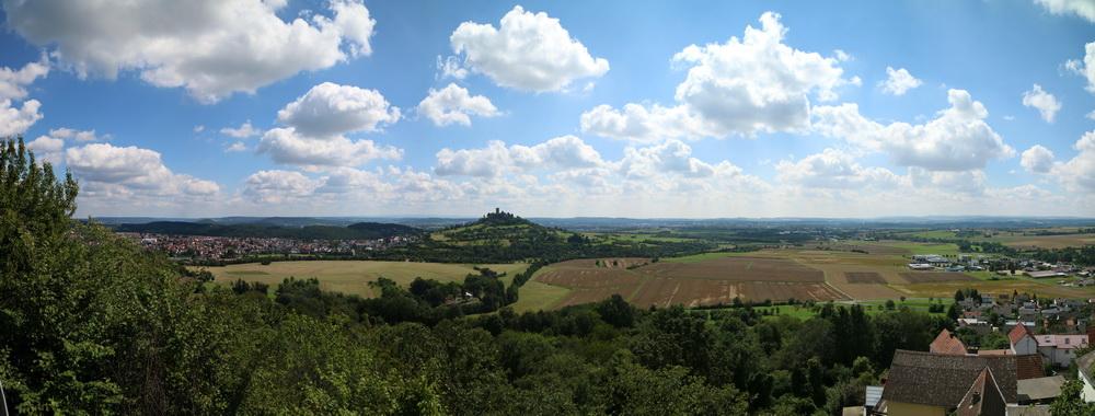 Blick von der Burgruine Vetzberg zurück zur Burg Gleiberg