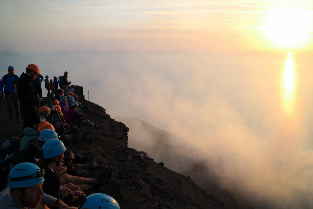 Sonnenuntergang am Kraterrand