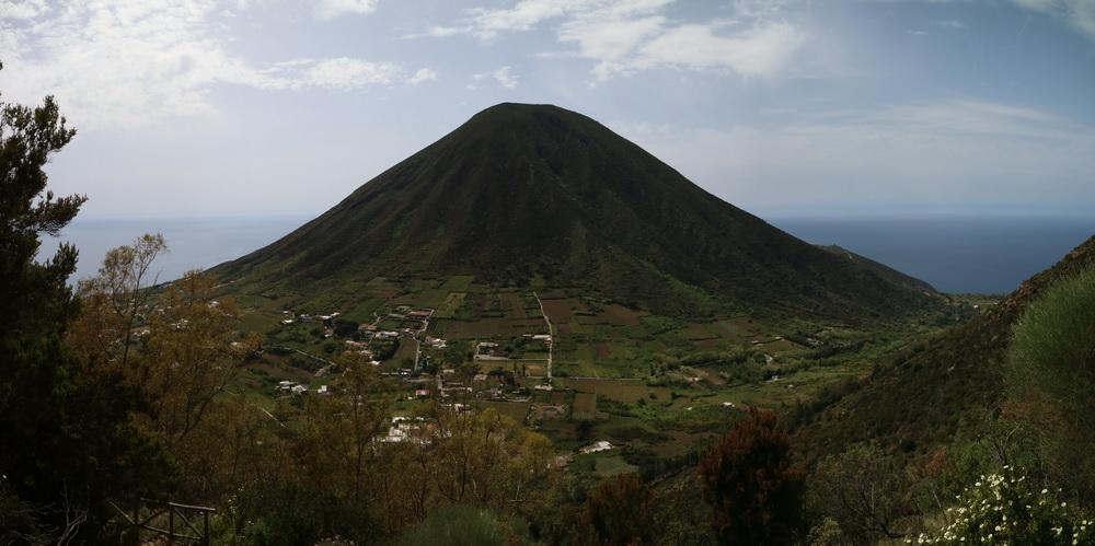 Salina- Blick auf den Monte Porri