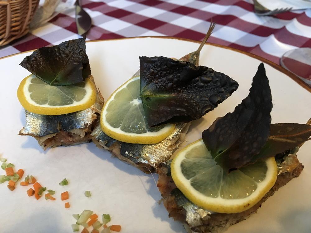 Süß-Saure Sardinen- gefüllt mit Rosinen und Pinienkernen