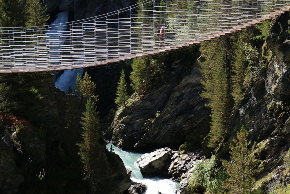 Hängebrücke über der Plimaschlucht