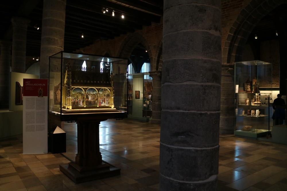 Sint Janshospitaal- Reliquienschrein der hl. Ursula (Memling 15.Jh.)