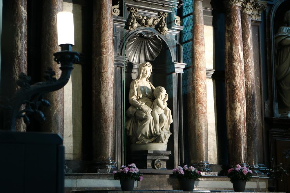 Madonna mit Kind (Michelangelo B. 1404-1405)
