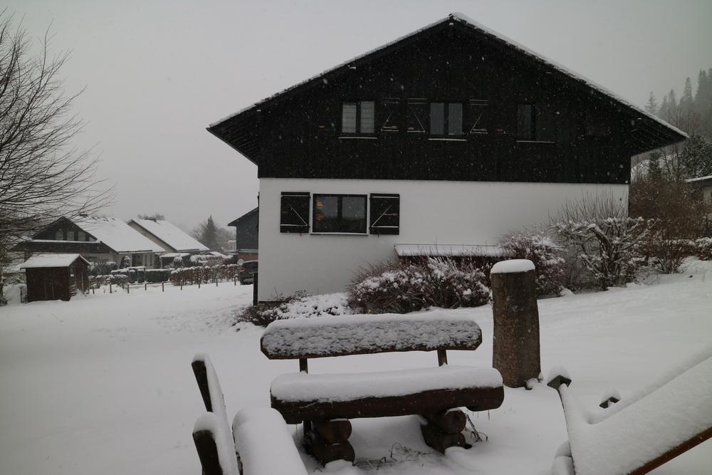 Dortmunder Hütte mit echtem Schnee