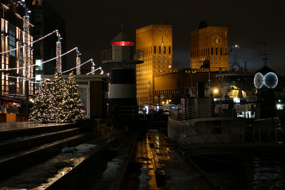 Weihnachtlicher Glanz an der Aker Brygge