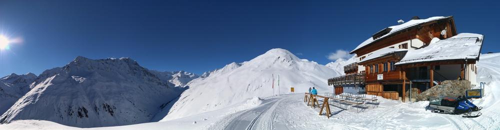 Riffelseehütte mit Skigebiet am Grubenkopf