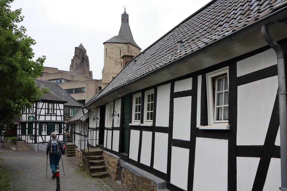 """Altstadt Bensberg mit Burg und """"Affenfelsen"""""""