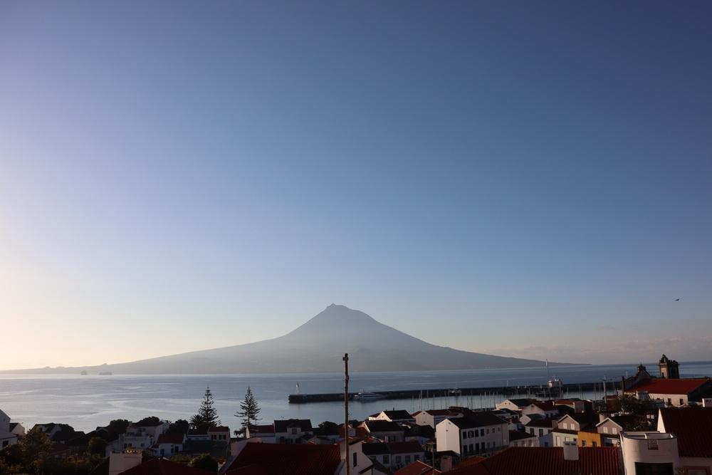 Pico 2351m (Blick am Morgen von Horta aus)