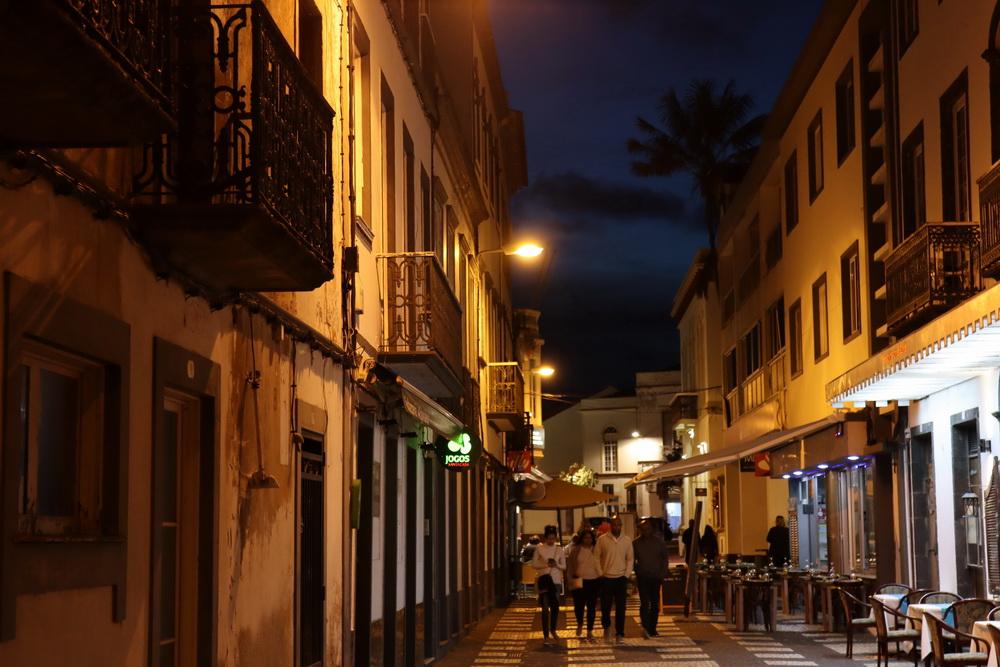 Samstag Abend in Ponta Delgada