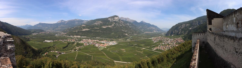 Blick auf das Etschtal von Castel Beseno
