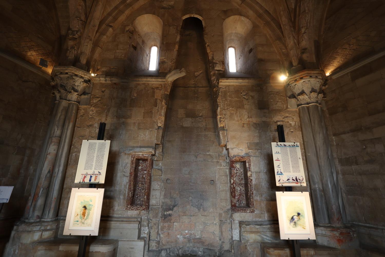 Castel del Monte- Raum mit Kamin