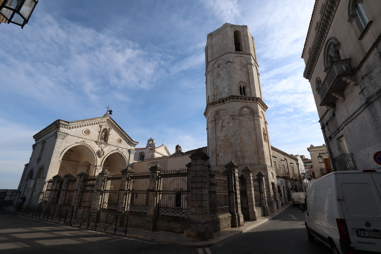 San Michele Arcangelo- Eingangshalle und Glockenturm