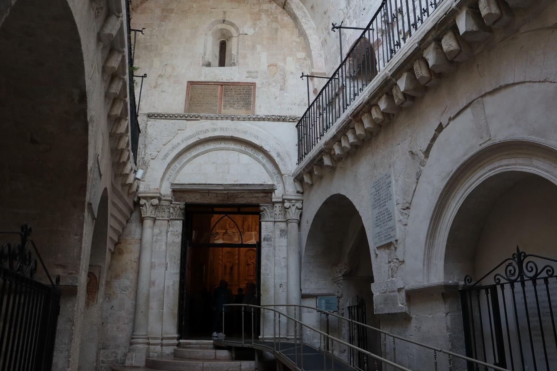 Eingang zum Santuario di San Michele