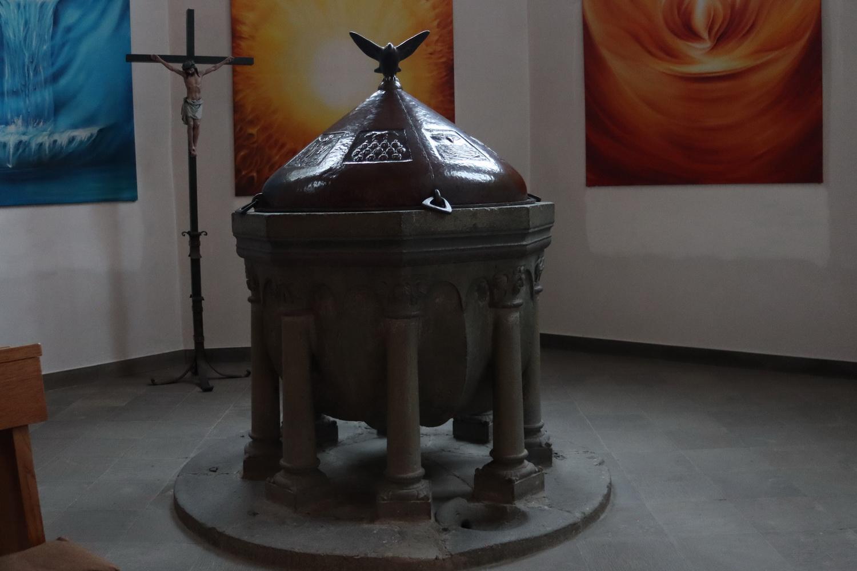 St.Martinus Much- Romanisches Taufbecken