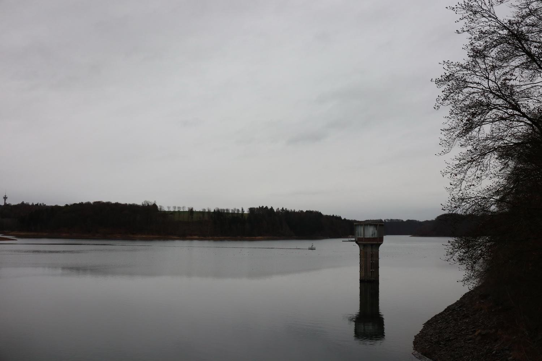 Blick zurück auf den See der Wahnbachtalsperre