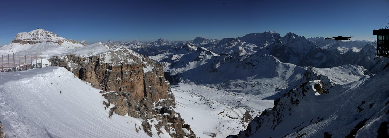 Blick vom Sass Pordoi 2950m auf Piz Boé, M.Pelmo, M.Civetta und Marmolata