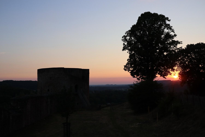 Sunset Burg Blankenberg- am Horizont Abtei Michaelsberg