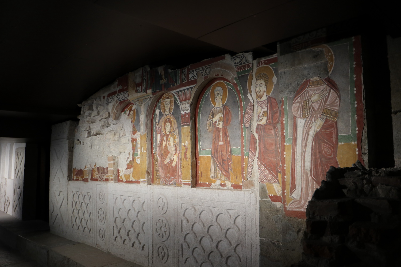 Chorschranke mit Fresken aus dem frühen 12.Jh.