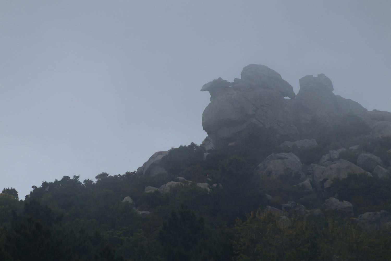 Der Adler- Felsformation oberhalb des Santuario del Monte