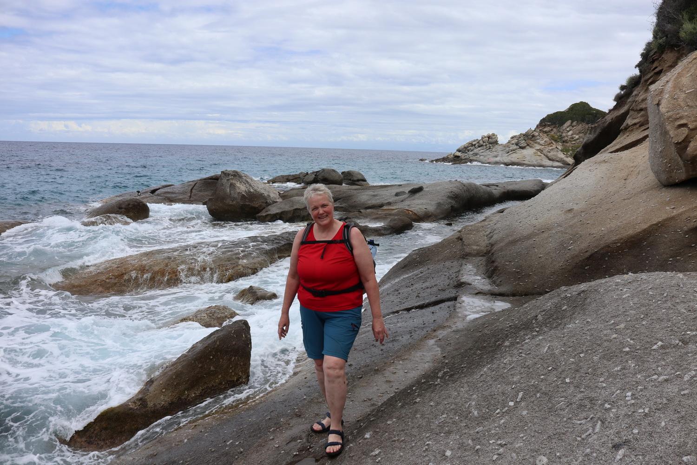 Felsenweg in der Bucht von Sant'Andrea