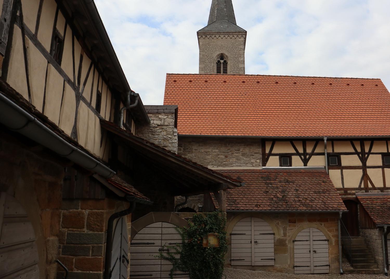 In der Kirchenburg Hüttenheim