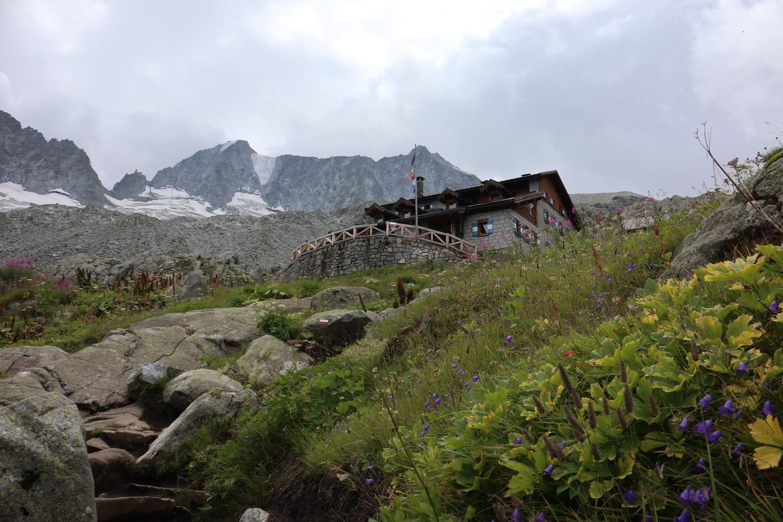 Denza Hütte mit Presanella Nordwand 2019