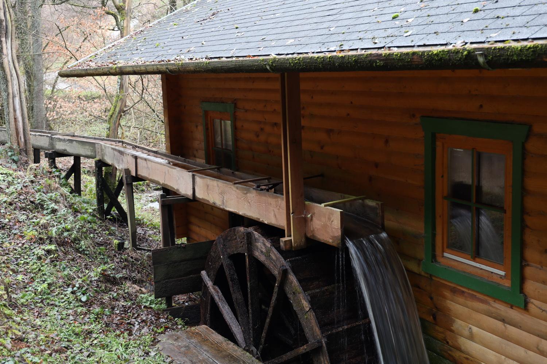 Oberschlächtiges Wasserrad im Kluckbachtal