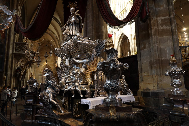 Grab des Heiligen Nepomuk