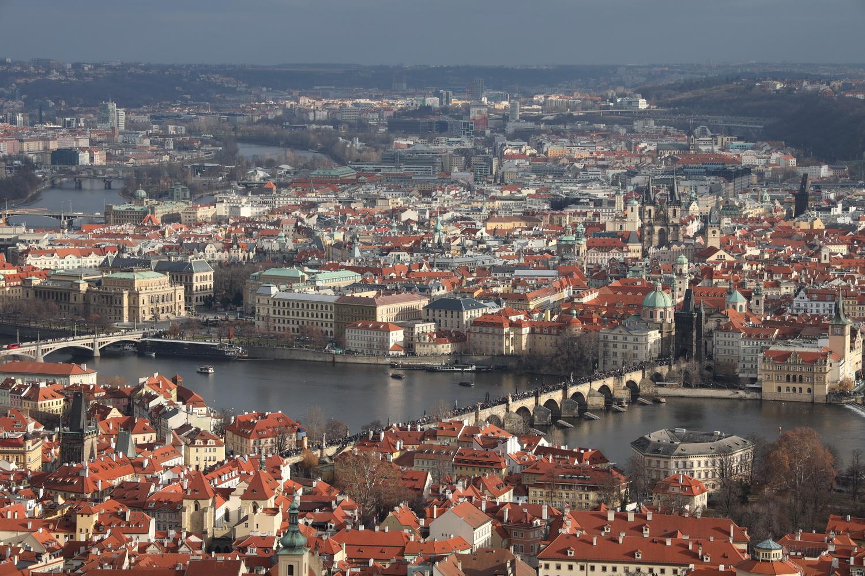 Blick auf Moldau und Altstadt vom Petřín- Aussichtsturm
