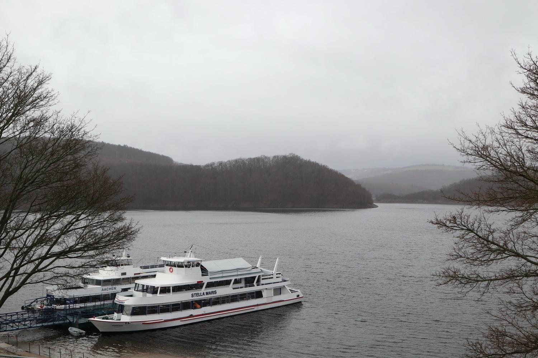 Rursee- Schiffe im Winterschlaf
