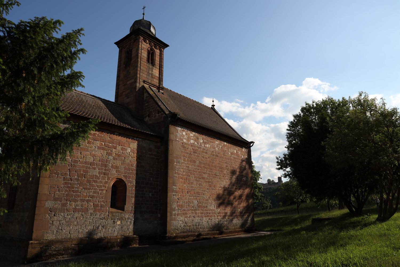 St. Nikolauskapelle und Burg Landeck