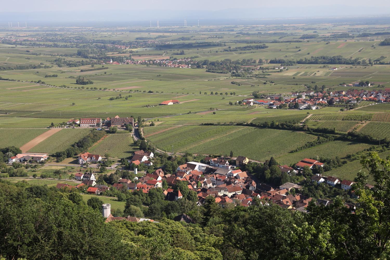 Leinsweiler mit Leinsweiler Hof von Burg Neukastell