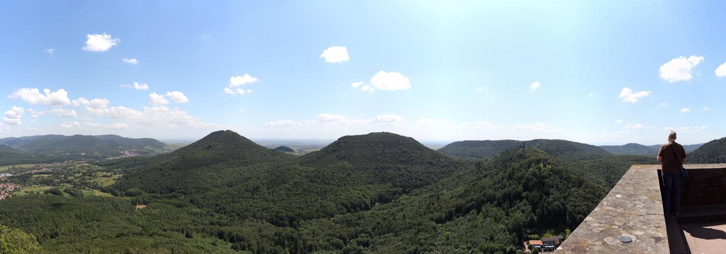 Blick nach Süden von Burg Trifels