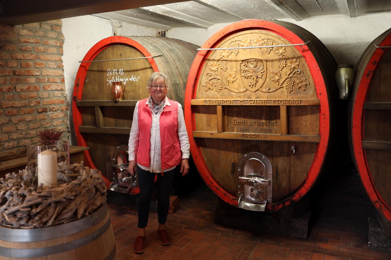 70 Jahre alte Weinfässer im Weingut Wind