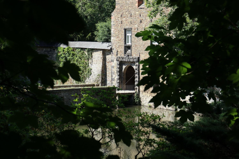 Zugbrücke zum Wasserschloss Crottorf