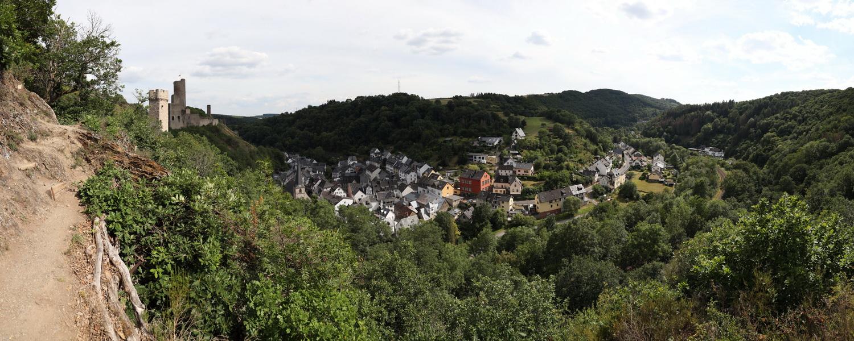 Felsenweg zu den Burgen