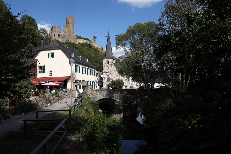 Pfarrkirche und Burg mit Elz