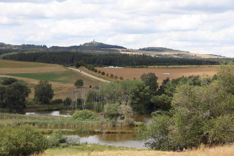 Fischweiher im westlichen Maar mit Nürburg