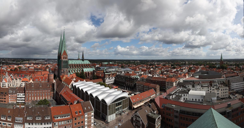 Blick von St. Petri auf Rathausplatz und St. Marien