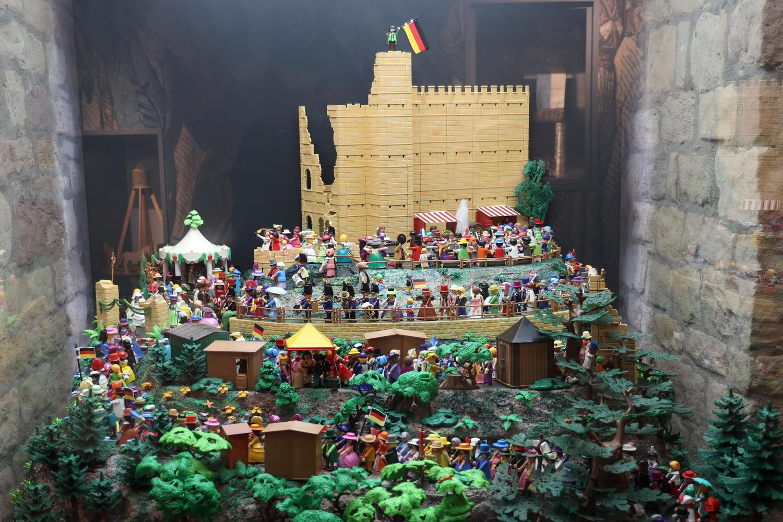 Das Hambacher Fest als Playmobil- Diorama